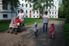 Мэри Поппинс для детей-сирот в больнице. Летние прогулки.
