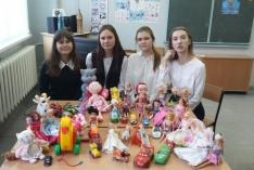"""Игрушки для """"больничных"""" ребятишек от учеников Северской гимназии."""